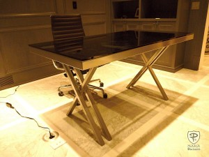 Trendy Office Table with Glass