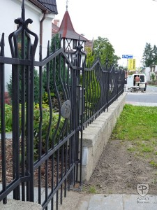 Oval Convex Metal Fence